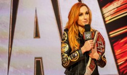 Wwe Raw Womens Champ Becky Lynch Announces Pregnancy Vacates Title