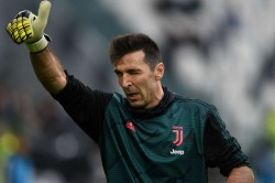 Buffon Chiellini Sign One Year Extensions With Juventus