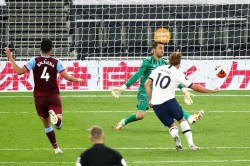 Tottenham 2 0 West Ham Kane Back In The Goals As Spurs Boost Champions League Hopes
