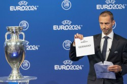 Uefa Extends Transfer Deadline Relaxes Ffp