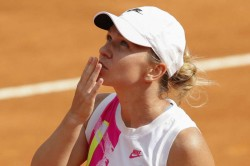 Halep Puts On A Show For Returning Crowd To Reach Rome Final