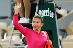 Iga Swiatek Thrashes Simona Halep French Open