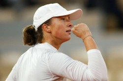 French Open 2020 Imperious Teenager Swiatek Blows Away Halep To Reach Last Eight