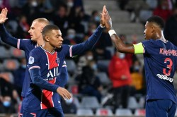 Paris Saint Germain Thrash 10 Man Nimes 4 0 Ligue 1 Report