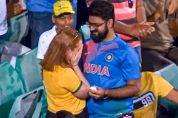 India Vs Australia 2nd Odi Magical Moment In The Stands As Indian Fan Proposes To Australian Fan