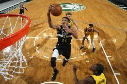 Nba Giannis Triple Double Bucks Mavericks Snap Losing Streak