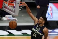 Giannis Antetokounmpo Milwaukee Bucks Lebron James Lakers Warriors Nba