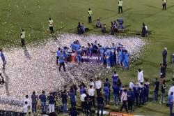 Road Safety World Series 2021 Final India Legends Beat Sri Lanka By14 Runs Lift Trophy