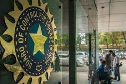 Bcci Keen On Hosting Scheduled Ipl Matches In Mumbai Axar 10 Ground Staff Members Test Positive