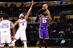 Lebron Returns For Lakers Tatum Ties Birds Record In Celtics Fightback
