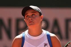 French Open Ash Barty Beats Bernarda Pera In Straight Sets