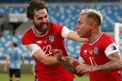 Uruguay 1 1 Chile La Roja Reach Copa America Knockouts Group A Report