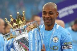 Captain Fernandinho Signs New Manchester City Deal