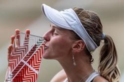 Qualifier Samsonova Stuns Bencic In Berlin To Win First Wta Title