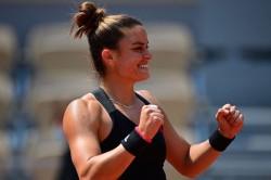 French Open 2021 Defending Champion Swiatek Stunned By Sakkari