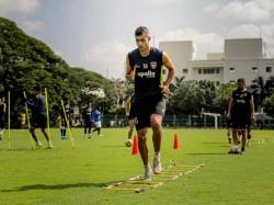 Isl 2021 22 Transfer News Rafael Crivellaro Stays With Chennaiyin Fc Signs Multi Year Contract