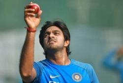ICC WC 2019: Vijay Shankar suffers injury scare