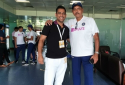 Dhoni joins Team India in dressing room