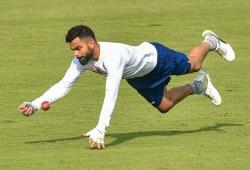 Kohli plays 'gully cricket' with kids