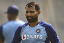 WATCH! Shami distributes food to migrant workers