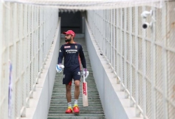 Kohli plays 200th IPL match, mates happy as he set unique record