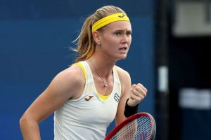 Bouzkova sees off crocked Svitolina