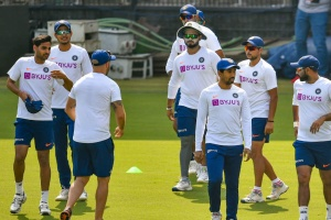 Bhuvneshwar Kumar trains with Indian Test squad to test fitness