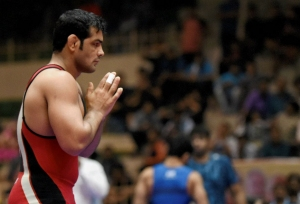 Sushil 'walks over' to a gold