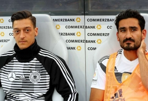 Klopp defends Ozil, Gundogan