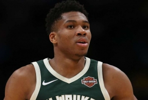 Giannis' 52 points can't stop 76ers