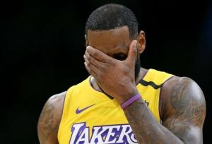 Lakers humbled, Simmons stars