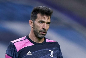 Buffon to leave Juve: 40+ legends