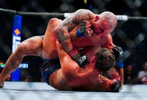 UFC 266: Volkanovski defends title