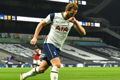 Premier League Tottenham 2 0 Arsenal Kane And Son Seal North London Bragging Rights To Send Spurs Top Mykhel