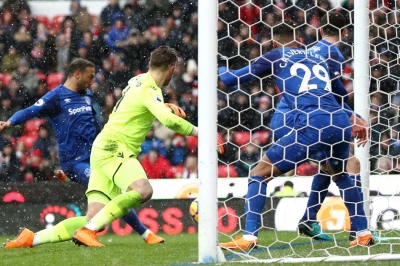 Everton secure dramatic win
