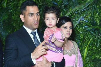 Dhoni uploads video with family