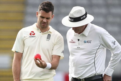 Anderson unhappy with pink ball