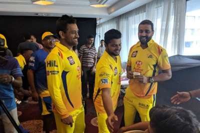 Dhoni joins CSK teammates - See pics