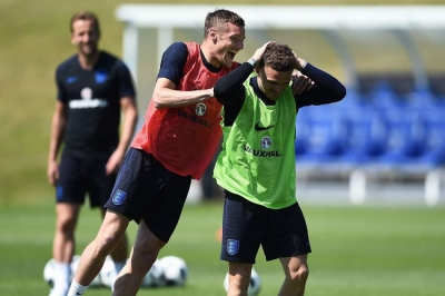 Vardy compares England to Leicester