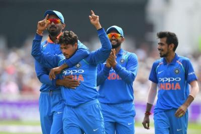 Cricketers laud chinaman Kuldeep