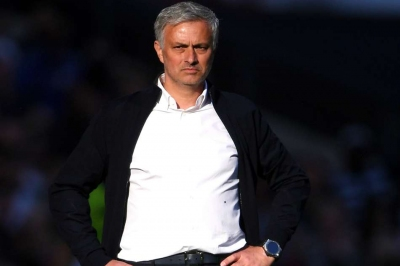 Mou & Man U in fight for relevance