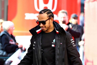 Hamilton not worried by Ferrari