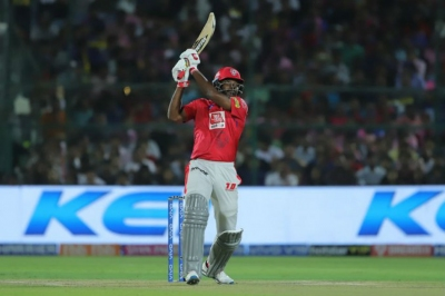 Gayle becomes fastest to 4000 IPL runs