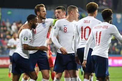 Five-star England thump Montenegro