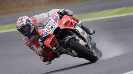 Dovizioso edges title rival Marquez