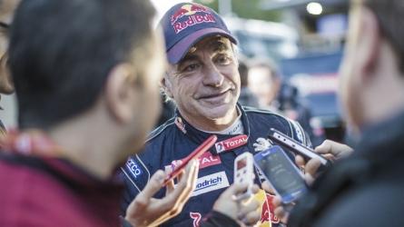 Sainz takes Dakar lead, Al Attiyah back in contention