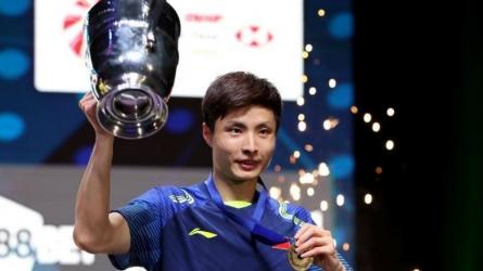 Shi Yuqi stuns Lin Dan to lift title