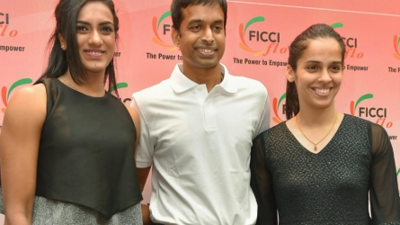 Sindhu, Saina train at separate places