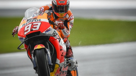 Marquez masters tough conditions