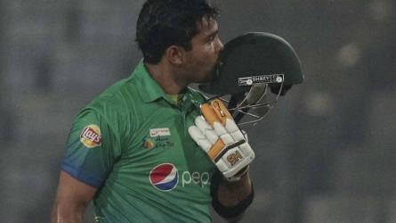 Pakistan recall Akmal, Shehzad